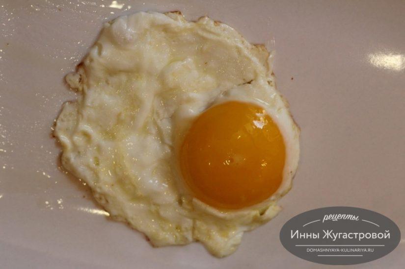 Как пожарить яичницу глазунью