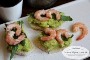 Бутерброды с авокадо и морепродуктами