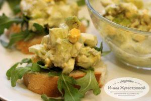 Бутерброды с салатом из авокадо