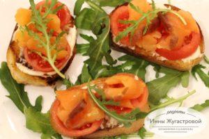Бутерброды с семгой, помидорами и сыром