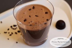 Шоколадный смузи на овсяном молоке