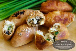 Пирожки с грибами, яйцами и зеленым луком