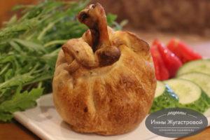 Куриные ножки в духовке в слоеном тесте с картофелем и грибами