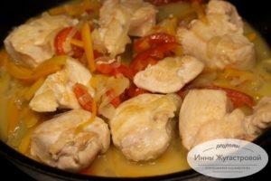 Потушить курицу с овощами