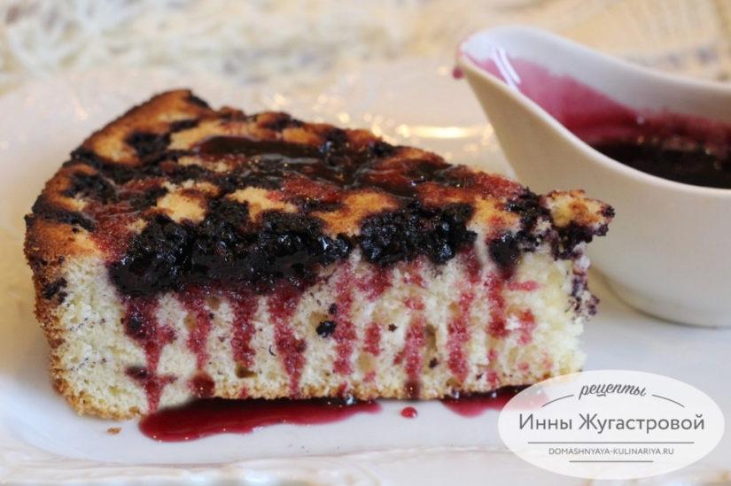 Бисквитный кекс-перевертыш с шелковицей (с тютиной) и с тутовым сиропом