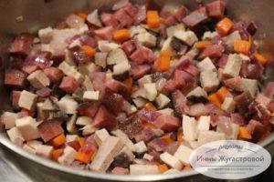 Поджарить мясные ингредиентв