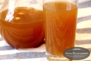 Хлебный квас на ржаных сухарях с медом, изюмом