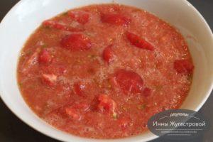 Измельчить томаты