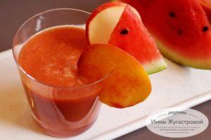 Смузи из арбуза, яблока, персика