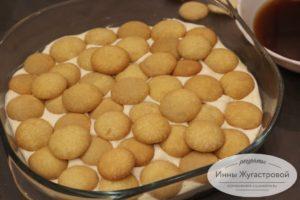 Выложить еще слой печенья