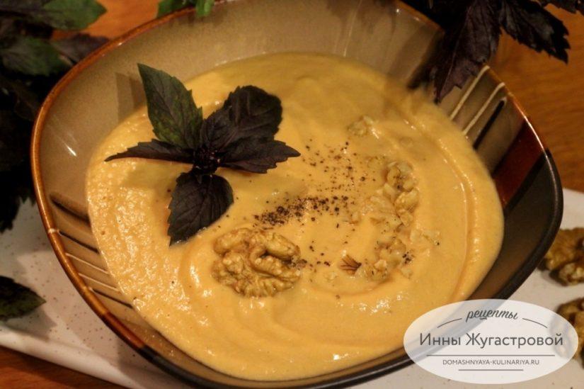 Баклажанный крем-суп, протертый суп из баклажанов с помидорами и мягким сыром