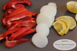 Нарезать овощи и лимон