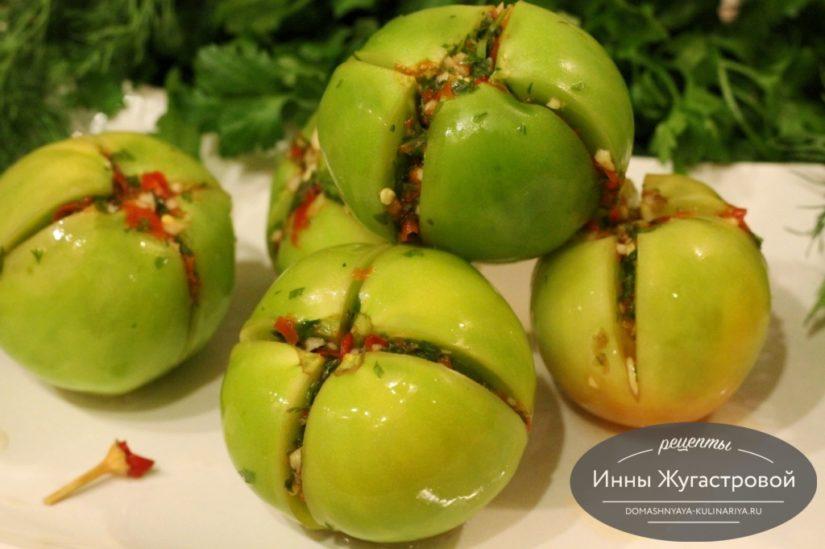 Квашеные зеленые помидоры с острой начинкой без уксуса