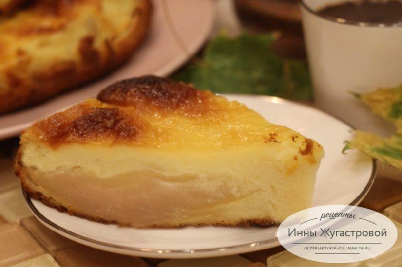 Творожный десерт — пирог сырник с грушей и сметанной заливкой в духовке