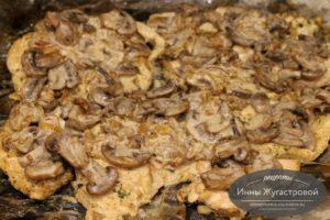 Запечь курицу с грибами