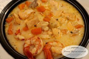 Суп из красной рыбы с креветками