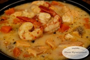 Суп с креветками, семгой, имбирем и кокосовым молоком