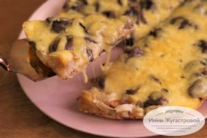 Ленивая грибная пицца на сковороде из лаваша