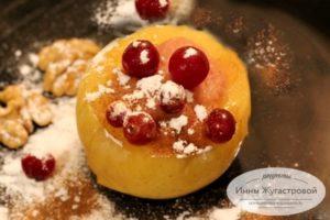 Печеные яблоки в мульиварке