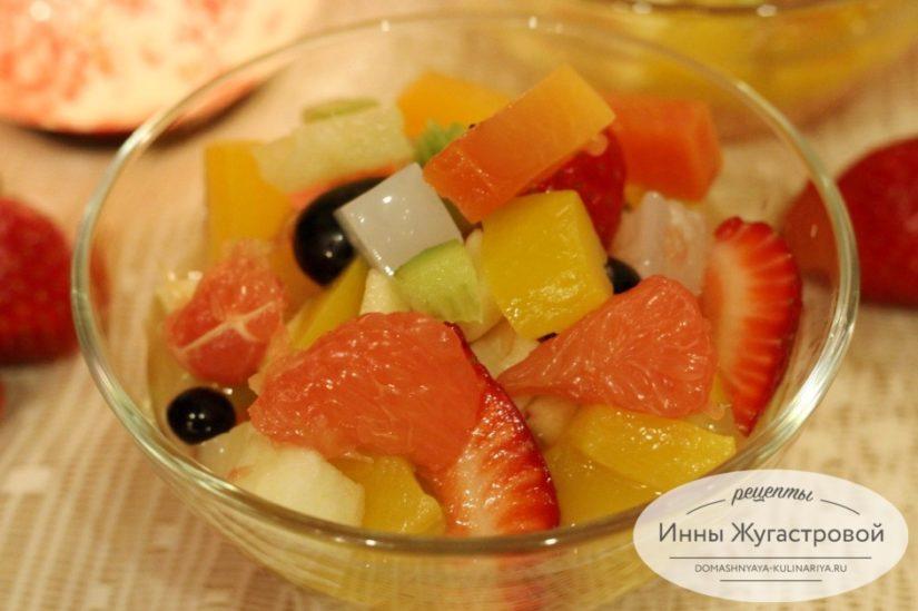 Десертный фруктовый салат Амиго для прекрасных дам, мужчинам на заметку
