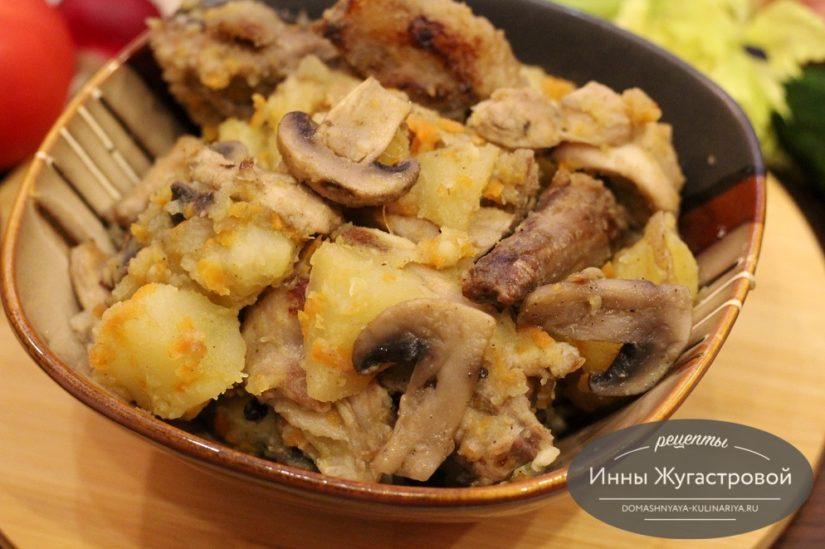 Жаркое из кролика с картошкой и грибами в мультиварке Редмонд