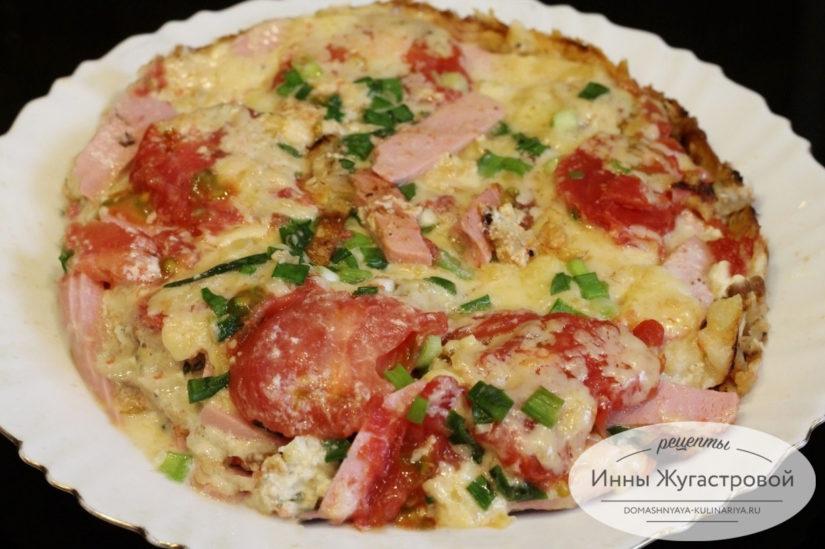 Ленивая пицца на сковороде из лаваша с колбасой, сыром и свежими помидорами, простой рецепт