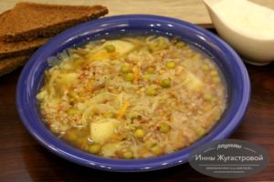 Гречневый суп с овощами и горошком