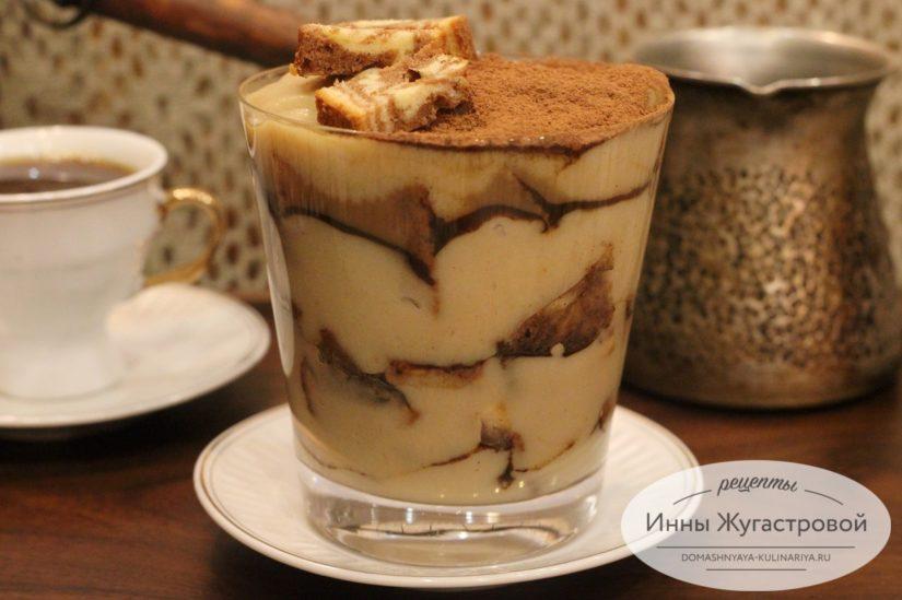 Кофейный трайфл с заварным кремом, слоеный десерт без выпечки