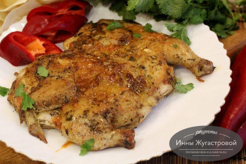Цыпленок табака (тапака) на сковороде по простому рецепту