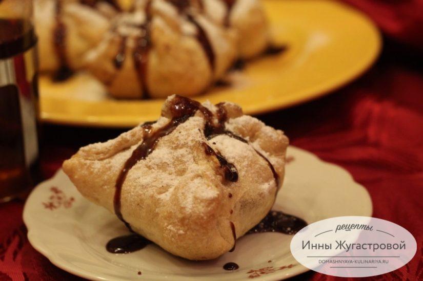 Яблоки в слойке, пирожные из готового слоеного теста с яблочно-шоколадной начинкой