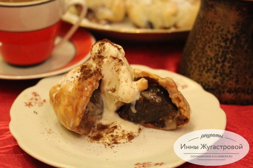 Пирожные с инжиром, имбирем и халвой из готового слоеного теста