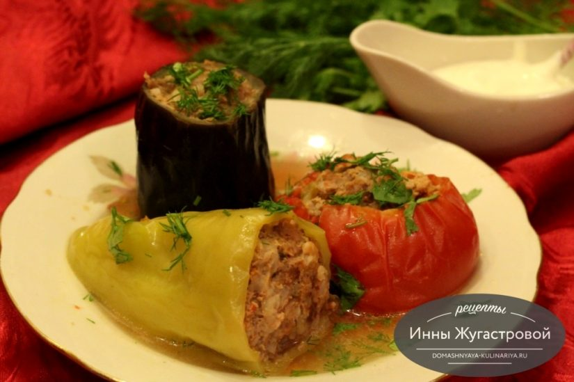 Ассорти из фаршированных мясом сезонных овощей