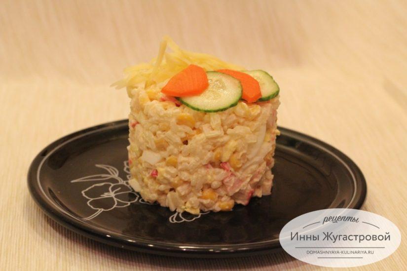 Крабовый салат с кукурузой и рисом (студенческий)