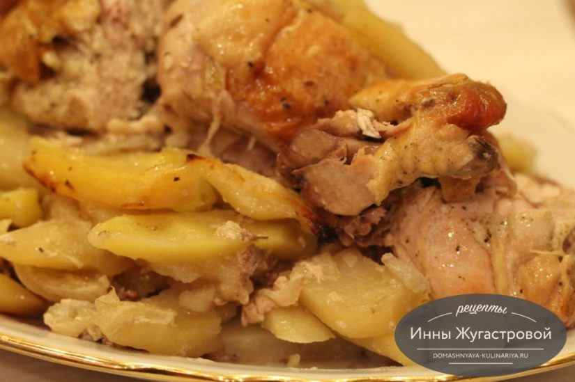 Курица с картофелем и луком, запеченная в духовке в рукаве, простой рецепт