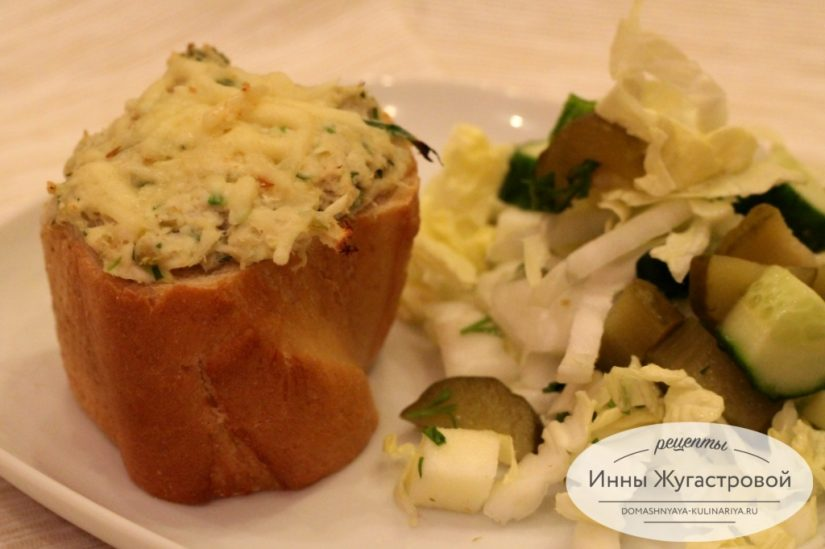 Хрустящие стаканы из багета с начинкой из курицы, запеченные в духовке под сыром