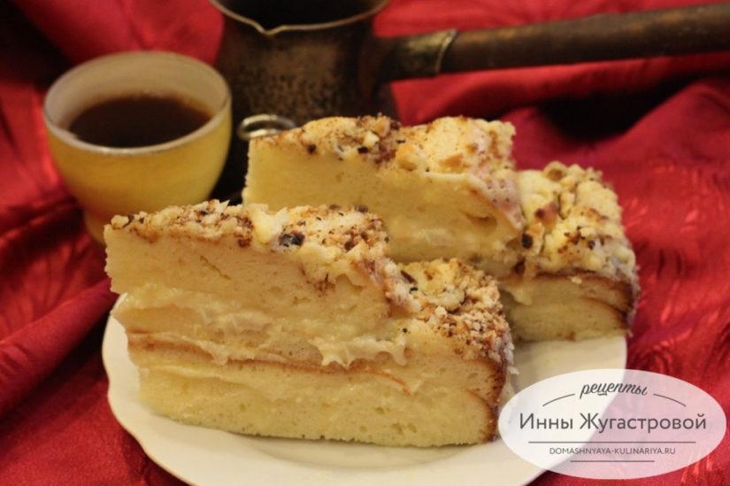 Простой торт со сгущенкой в виде шляпки с заварным кремом на сгущенном молоке