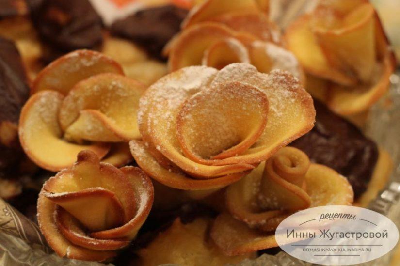 Печенье Розы из бисквитного теста. Украшения для сладкой выпечки