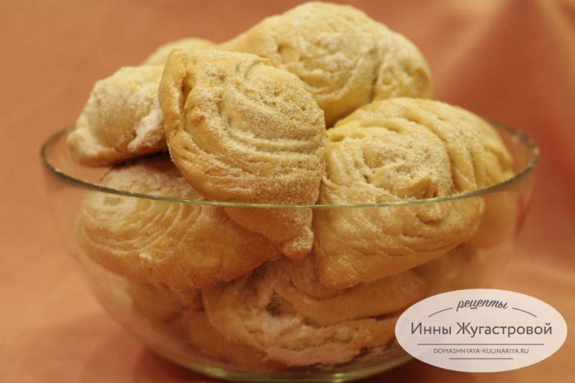 Бадамбура, азербайджанская восточная сладость с миндальной начинкой