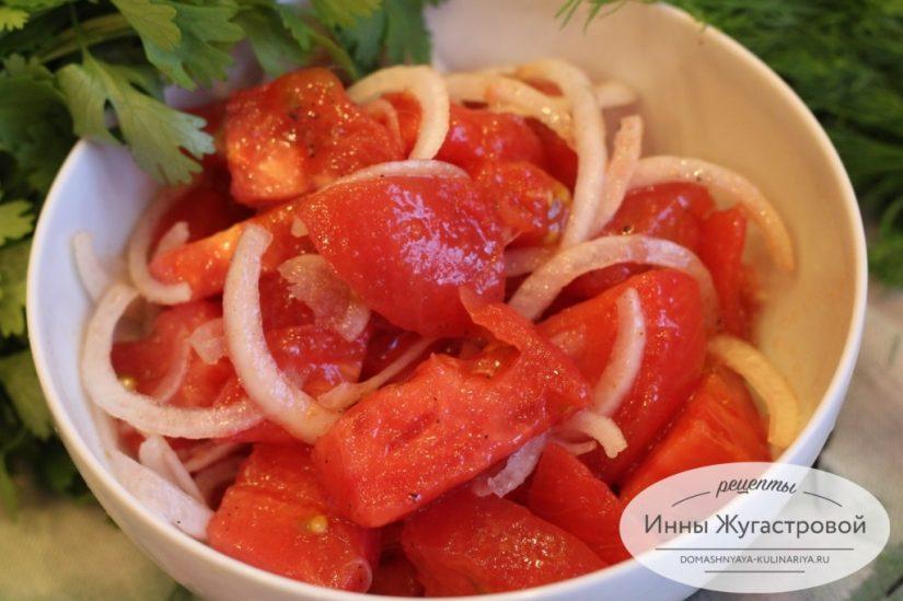 Салат из помидоров с ароматным подсолнечным маслом, самый простой и вкусный