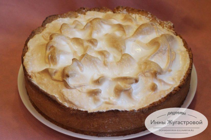 Песочный пирог со свежей клубникой и меренгой, вкусный и простой
