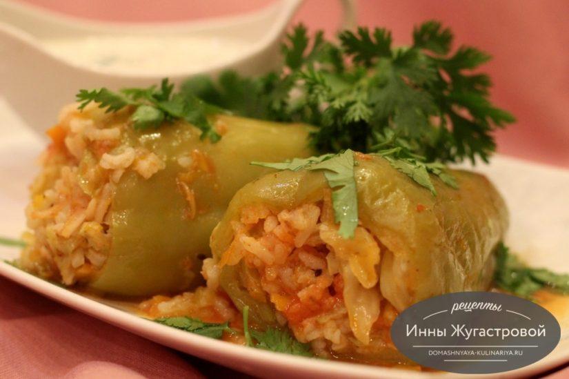 Веганский перец, фаршированный капустой и рисом