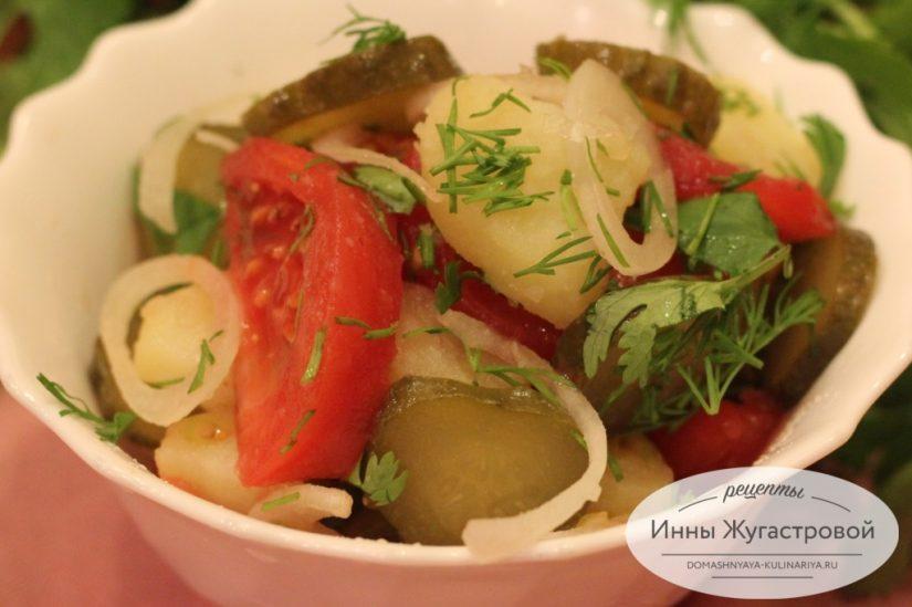 Салат Летний из молодого картофеля и малосольных огурцов