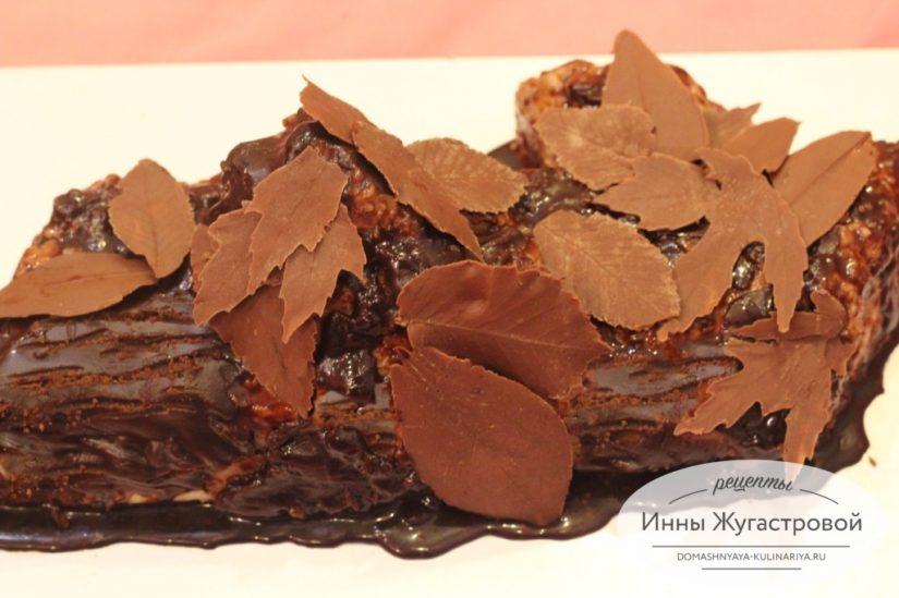 Торт Полено с кремом муслин. Украшение из шоколадных листиков