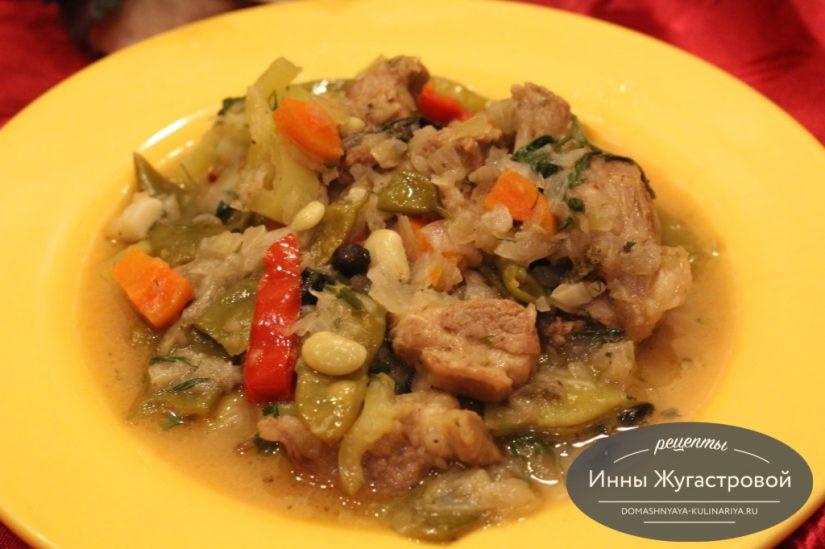 Лобио из баранины и стручковой фасоли, ароматный кавказский соус