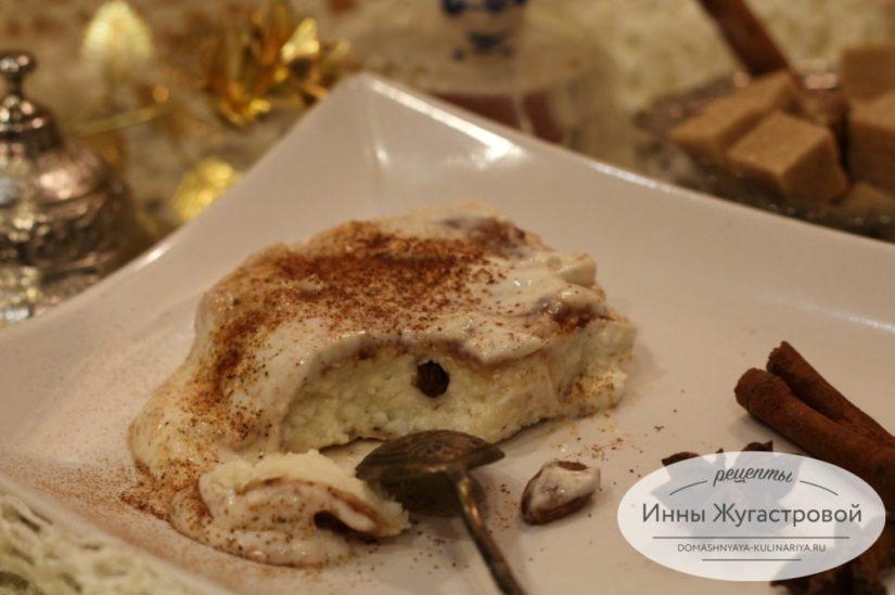 Сырники в сметанном креме с корицей, творожный десерт