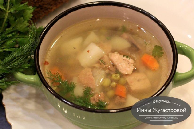 Суп из консервированного тунца с пшеничной крупой и зеленым горошком