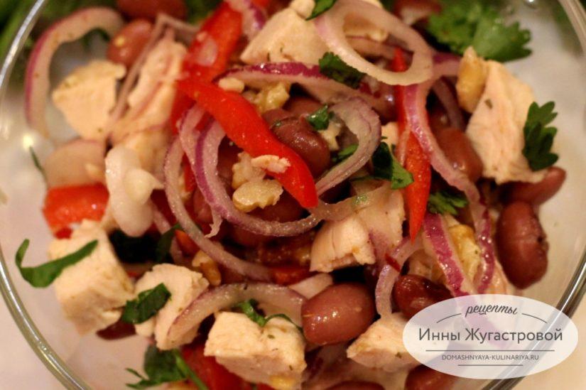 Салат Тбилиси с красной фасолью и курицей