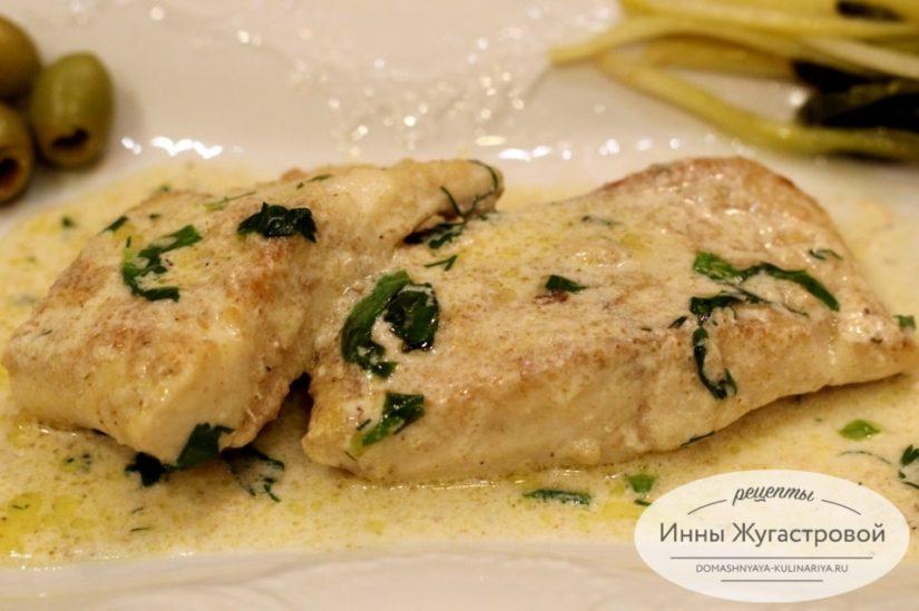 Щука в сливочном соусе на сковороде с сыром Дорблю