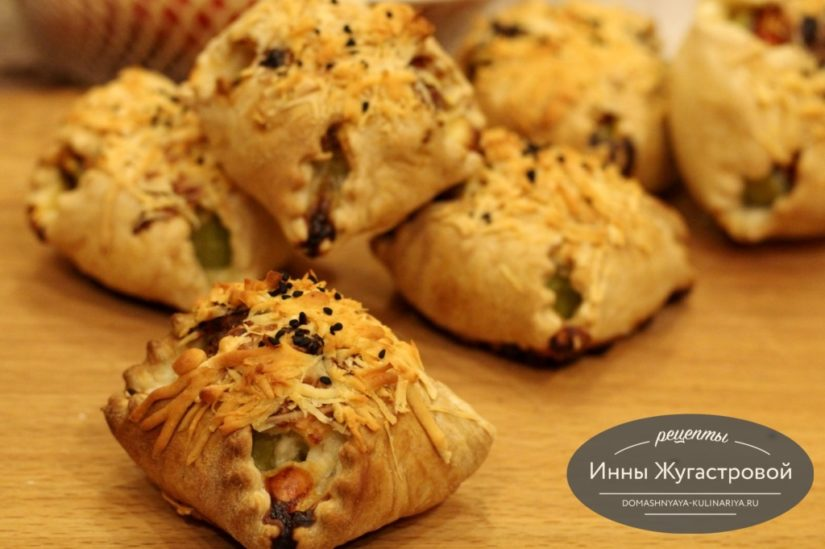 Слойки с кабачками и творожно-сырной начинкой в духовке