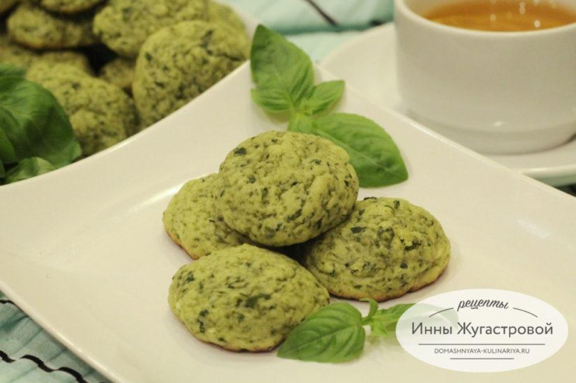 Песочное печенье со свежим базиликом